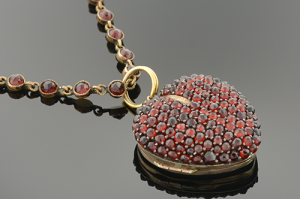 heart-garnet-locket