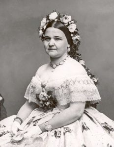 mary-todd-lincoln-in-pearl-demi-parure